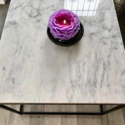 Bianco Carrara C-marmorista tehty sohvapöytä koossa 600 x 600 mm